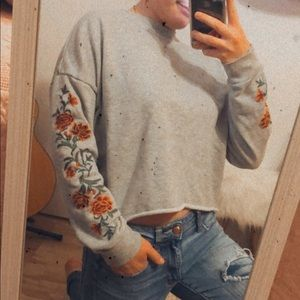 ~Embroidered Cropped Pullover~